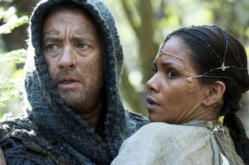 Cloud Atlas: Tom Hanks e Halle Berry in una scena