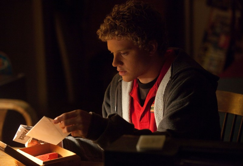 Jonny Weston in Chasing Mavericks, una scena del film