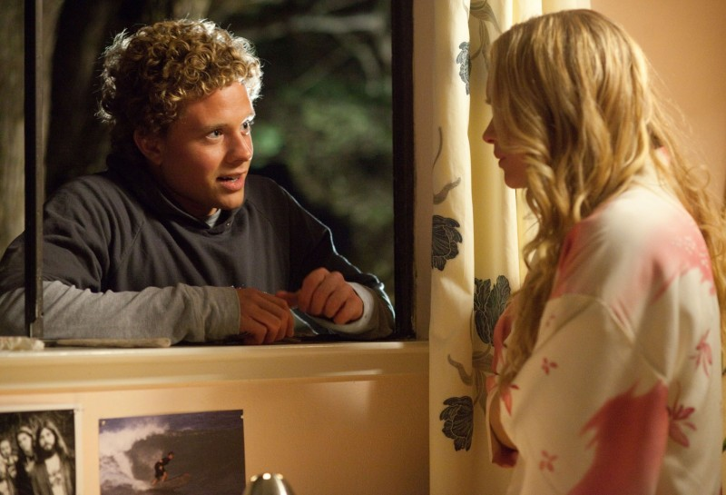 Leven Rambin con Jonny Weston in Chasing Mavericks