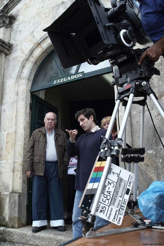 Quim Gutierrez con Josè Luis Cuerda sul set di Todo es silencio