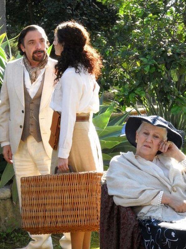 Un milione di giorni: Nino Frassica in una scena del film è Il Duchino