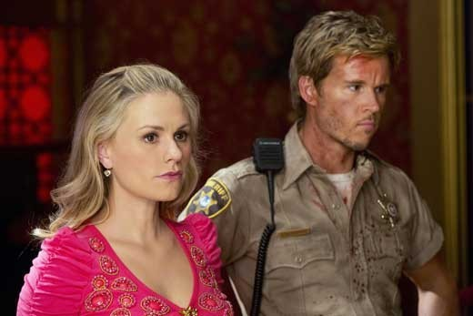 Anna Paquin e Ryan Kwanten in una scena dell'episodio Sunset della quinta stagione di True Blood