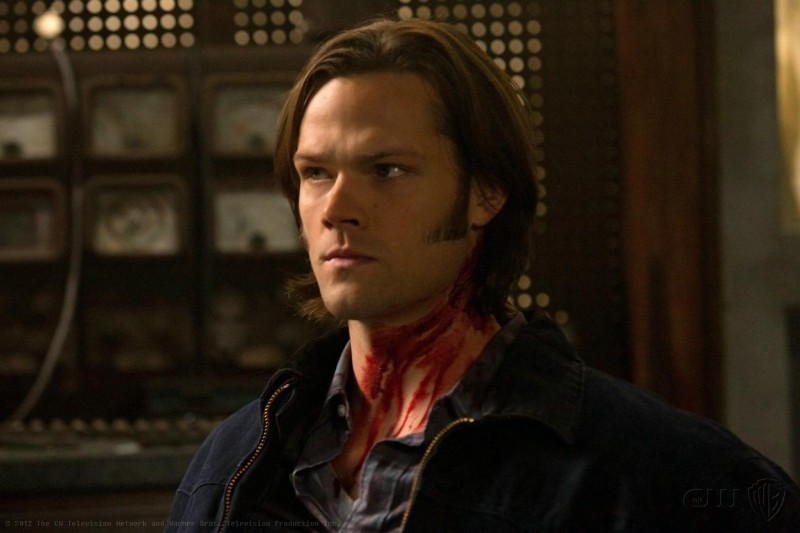 Jared Padalecki in una scena dell'episodio Adventures in Babysitting della settima stagione di Supernatural