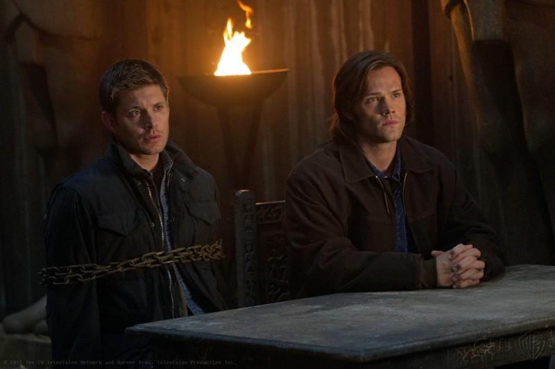 Jensen Ackles e Jared Padalecki in una scena dell'episodio Defending Your Life della settima stagione di Supernatural