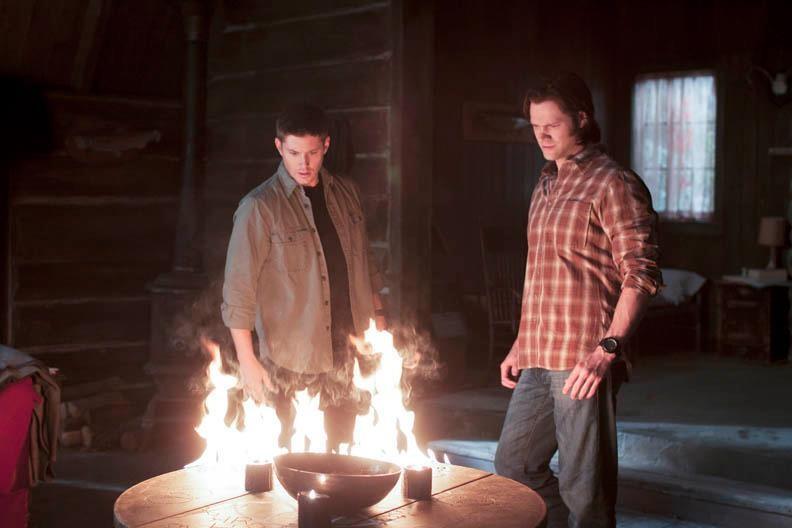 Jensen Ackles e Jared Padalecki in una scena dell'episodio There Will Be Blood della settima stagione di Supernatural