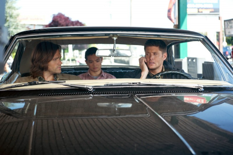Jensen Ackles, Osric Chau e Jared Padalecki nell'episodio We Need To Talk About Kevin dell'ottava stagione di Supernatural