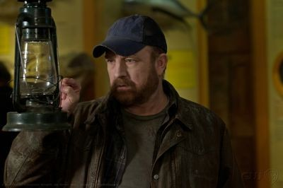 Jim Beaver in una scena dell'episodio Of Grave Importance della settima stagione di Supernatural