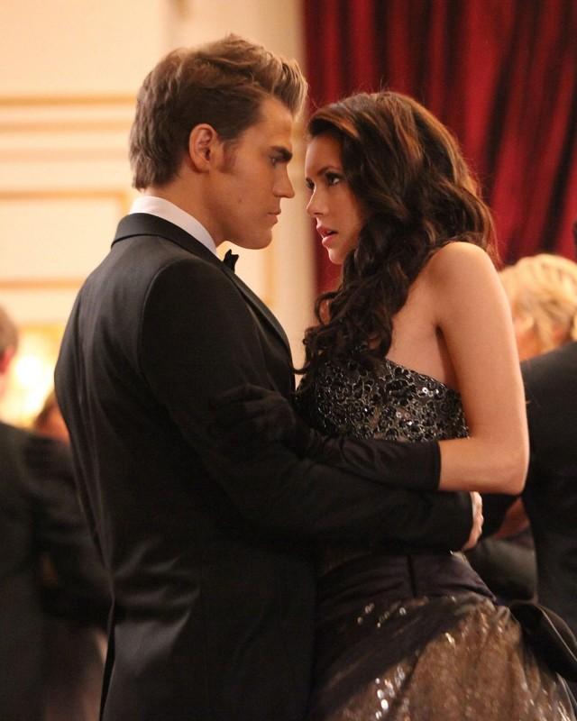 Paul Wesley e Nina Dobrev in una scena dell'episodio Relazioni pericolose della terza stagione di The Vampire Diaries