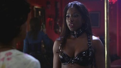 Rutina Wesley in una scena dell'episodio In The Beginning della quinta stagione di True Blood