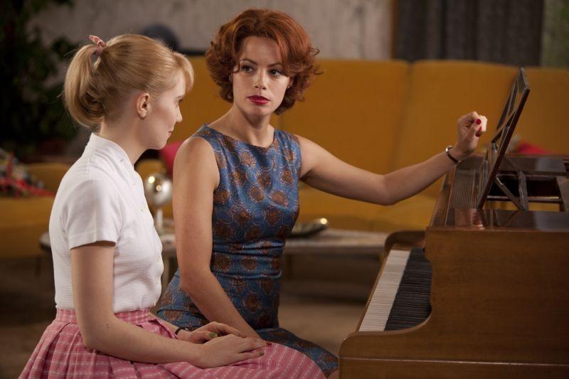 Populaire: Déborah François e Bérénice Bejo in una scena del film