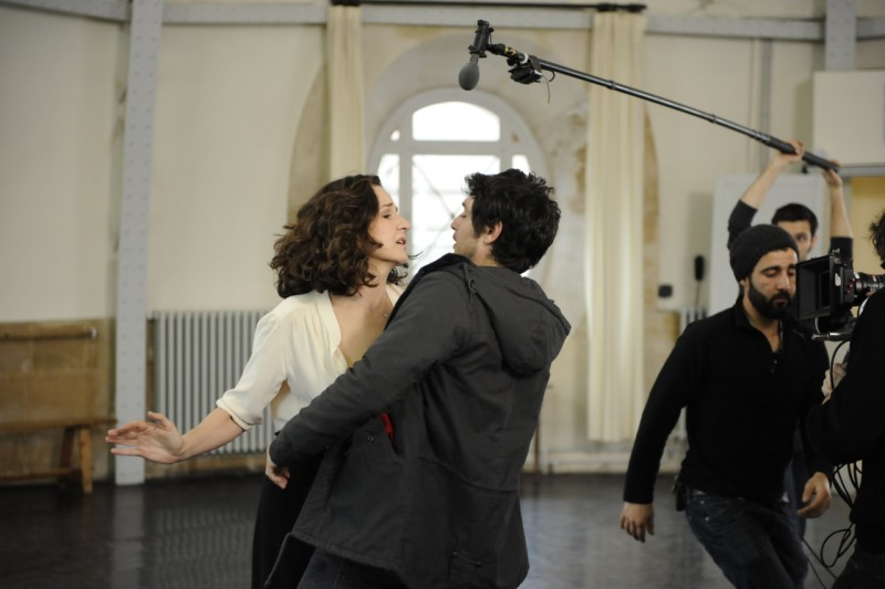 Main dans la main: Valérie Lemercier e Jérémie Elkaïm sul set