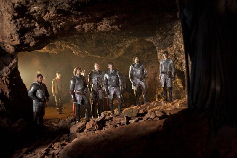 Bradley James in un'immagine promozionale dell'episodio The Disir della quinta stagione di Merlin