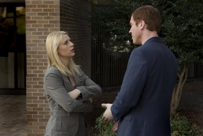 Damian Lewis insieme a Claire Danes in una scena dell'episodio The Clearing della serie TV Homeland