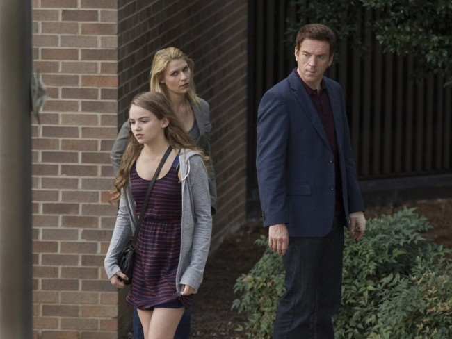 Damian Lewis, Morgan Saylor e Claire Danes in una scena dell'episodio The Clearing della serie TV Homeland