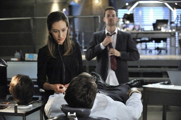 Maggie Q e Shane West in una scena dell'episodio The Sword's Edge della serie televisiva Nikita