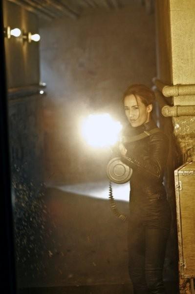 Maggie Q in una foto promozionale dell'episodio Consequences della serie TV Nikita