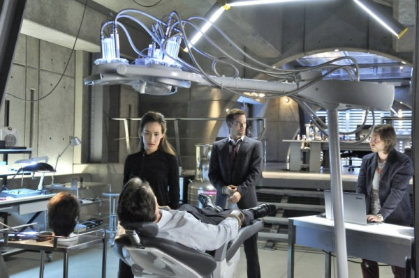 Maggie Q, Shane West e Aaron Stanford in una scena dell'episodio The Sword's Edge della serie televisiva Nikita