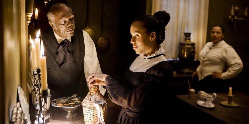 Samuel L. Jackson e Kerry Washington in un scena di Django Unchained