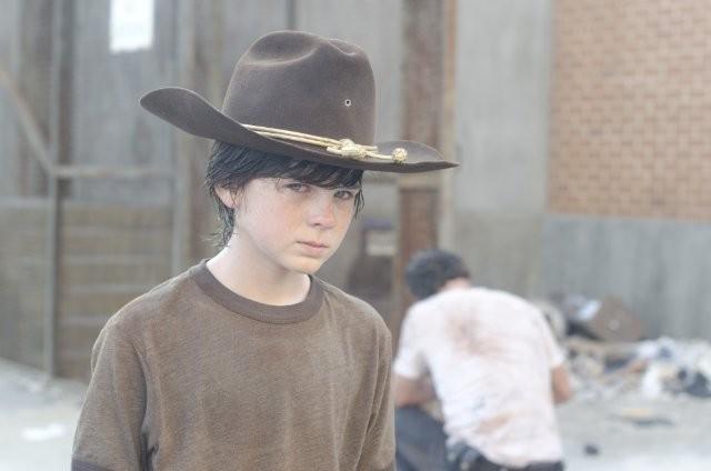 The Walking Dead: Chandler Riggs è il giovane Carl nell'episodio Dentro e fuori