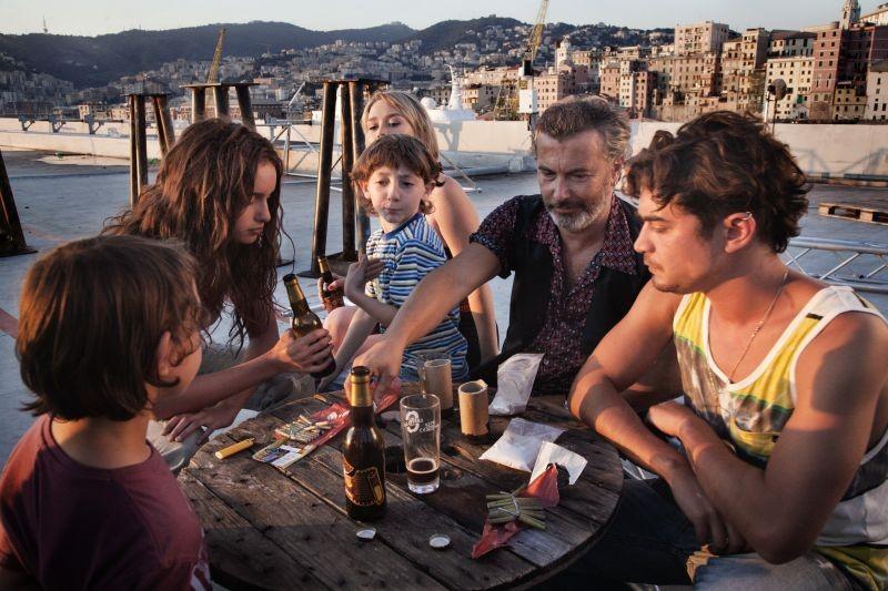 Cosimo e Nicole: Riccardo Scamarcio, Paolo Sassanelli e Clara Ponsot in una scena del film