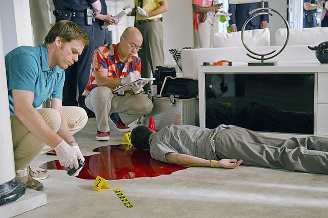 Dexter: Michael C. Hall e C.S. Lee nell'episodio Argentina