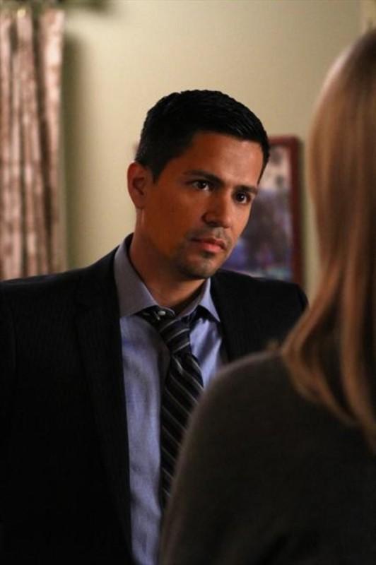 Jay Hernandez in una scena dell'episodio Nuke It Out della prima stagione di Last Resort
