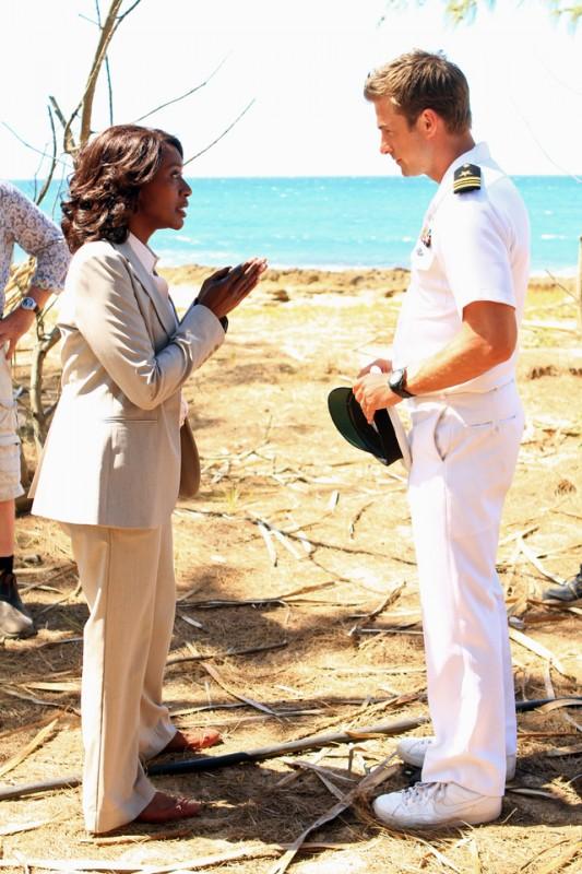 Scott Speedman e April Grace in una scena dell'episodio L'accordo della prima stagione di Last Resort