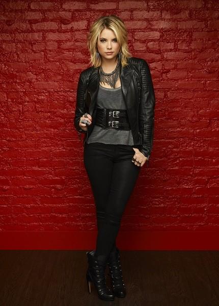 Ashley Benson in una foto promozionale per la terza stagione della serie Pretty Little Liars