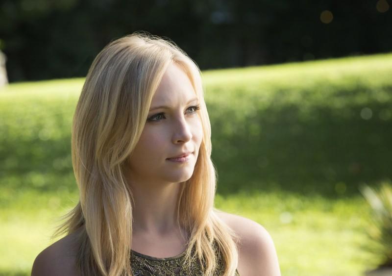 Candice Accola in una scena dell'episodio My Brother's Keeper della serie TV The Vampire Diaries