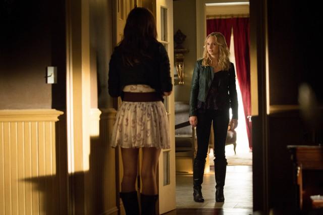 Candice Accola in una scena dell'episodio The Killer della quarta stagione di The Vampire Diaries