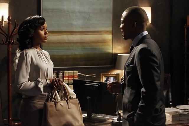 Columbus Short e Kerry Washington in una scena dell'episodio Spies Like Us della seconda stagione di Scandal