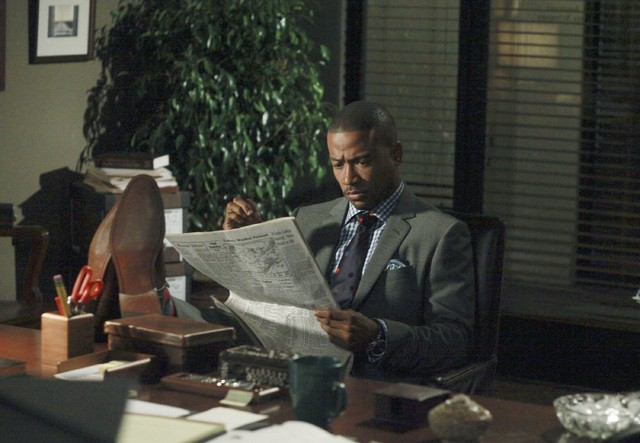 Columbus Short in una scena dell'episodio Enemy of the State della prima stagione di Scandal