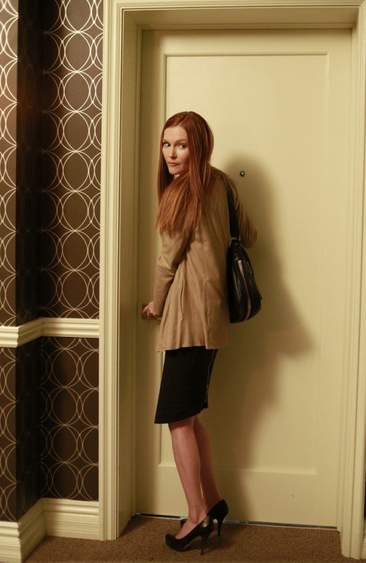 Darby Stanchfield in una scena dell'episodio Beltway Unbuckled della seconda stagione di Scandal