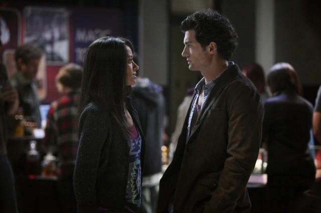 David Alpay e Kat Graham in una scena dell'episodio We All Go a Little Mad Sometimes della serie TV The Vampire Diaries