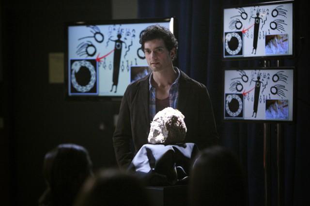 David Alpay in una scena dell'episodio We All Go a Little Mad Sometimes della serie TV The Vampire Diaries