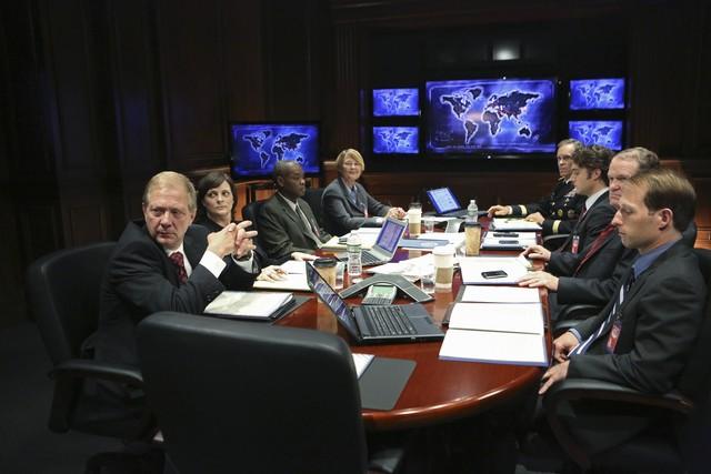 Jeff Perry, Virginia Louise Smith, Jason Dechert e Josh Clark in una scena dell'episodio The Other Woman della seconda stagione di Scandal