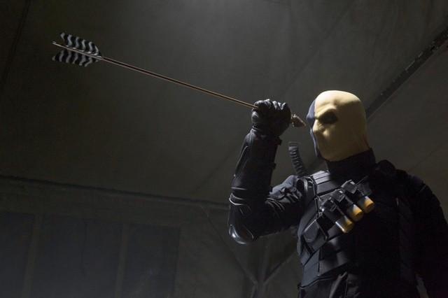 Jeffrey Robinson in una scena dell'episodio Damaged della prima stagione della serie Arrow