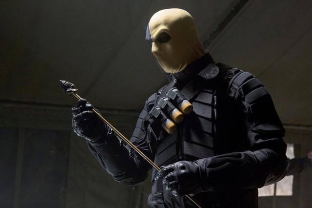 Jeffrey Robinson in una scena dell'episodio Damaged della prima stagione di Arrow