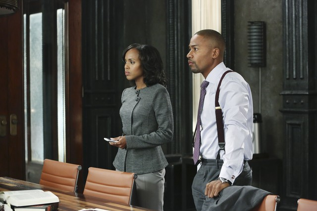 Kerry Washington e Columbus Short in una scena dell'episodio White Hat's Off della seconda stagione di Scandal