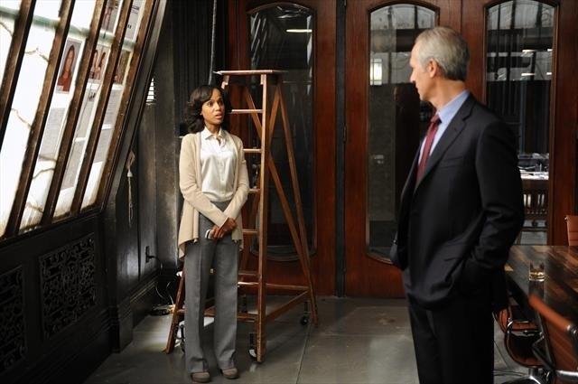 Kerry Washington e Tom Amandes in una scena dell'episodio All Roads Lead to Fitz della seconda stagione di Scandal