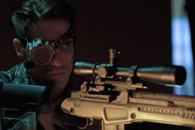 Michael Rowe in una scena dell'episodio Lone Gunmen della prima stagione della serie Arrow