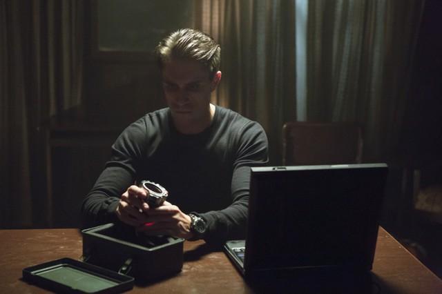 Michael Rowe in una scena dell'episodio Lone Gunmen della prima stagione della serie televisiva Arrow