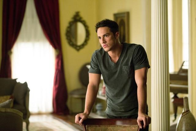 Michael Trevino in una scena dell'episodio The Killer della quarta stagione della serie TV The Vampire Diaries