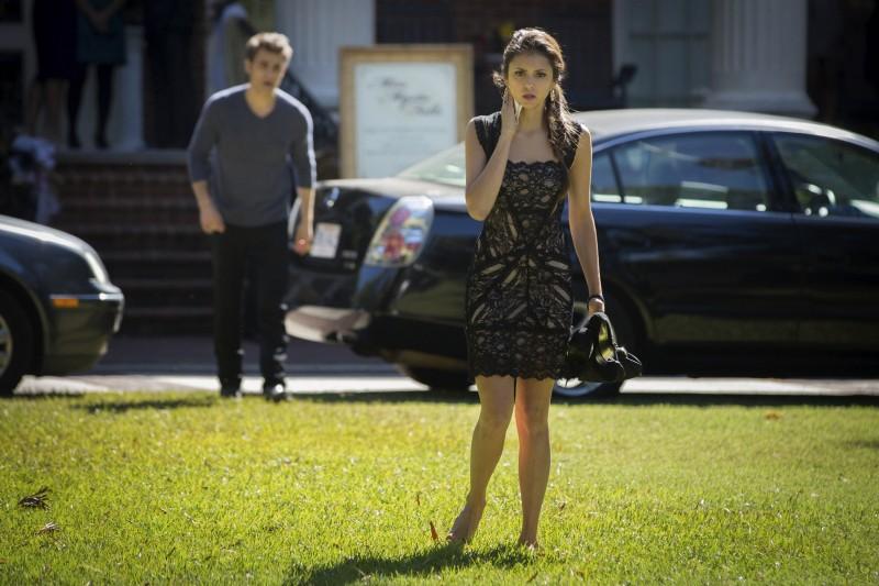 Paul Wesley insieme a Nina Dobrev in una scena dell'episodio My Brother's Keeper della serie TV The Vampire Diaries