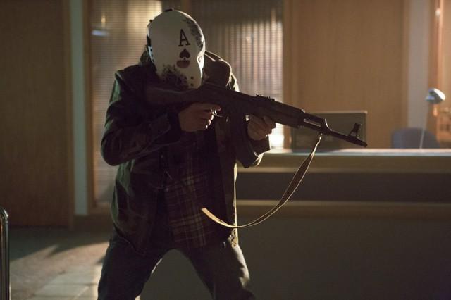 Kyle Schmid in una scena dell'episodio Legacies della prima stagione di Arrow