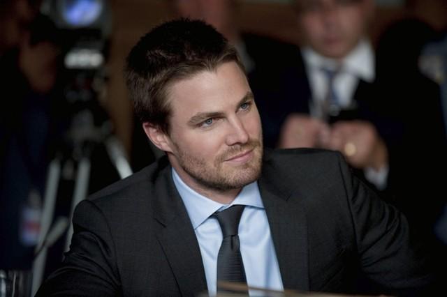 Stephen Amell in una scena dell'episodio Damaged della prima stagione della serie TV Arrow