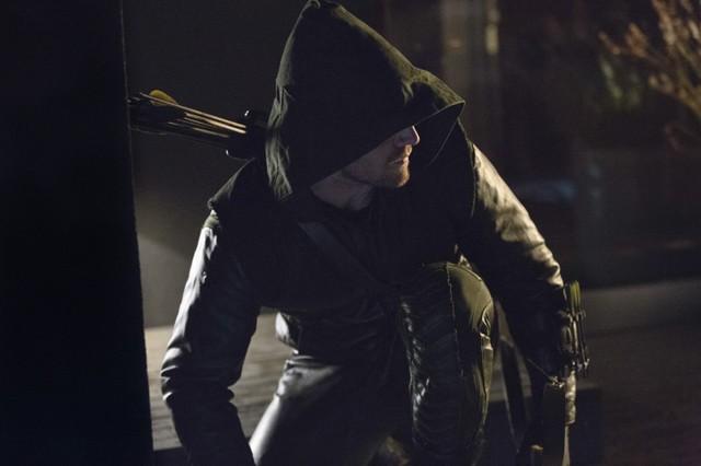 Stephen Amell in una scena dell'episodio Lone Gunmen della prima stagione di Arrow