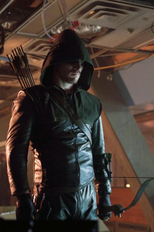 Stephen Amell in una scena dell'episodio Lone Gunmen della serie TV Arrow, prima stagione