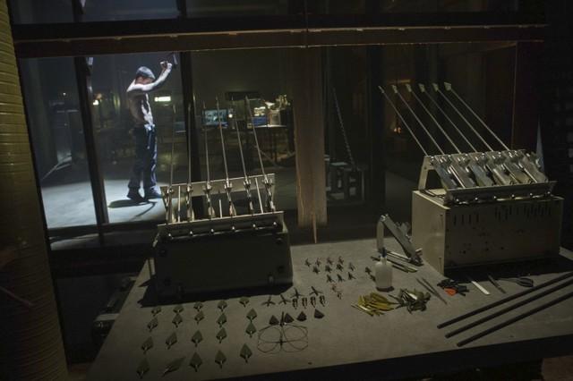 Arrow: Stephen Amell in una scena della prima stagione, episodio intitolato Lone Gunmen