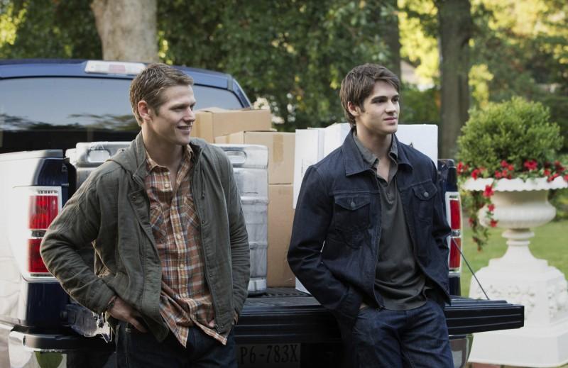 Steven R. McQueen e Zach Roerig in una scena dell'episodio My Brother's Keeper della serie TV The Vampire Diaries